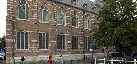 Universiteit Leiden laat vrijwilligers scripties nakijken