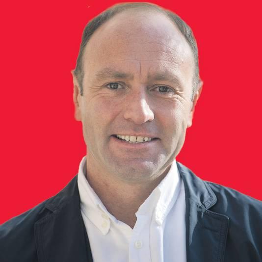 Marketingdirecteur Kenny Jacobs merkt op dat de voorgestelde taks niet geldt voor transferpassagiers op Schiphol - erg belangrijk voor de KLM - maar wel voor passagiers op directe vluchten zoals die van Ryan Air.