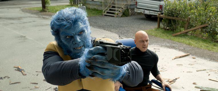 Beast (Nicholas Hoult) en Charles Xavier (James McAvoy). Beeld 20th Century Fox