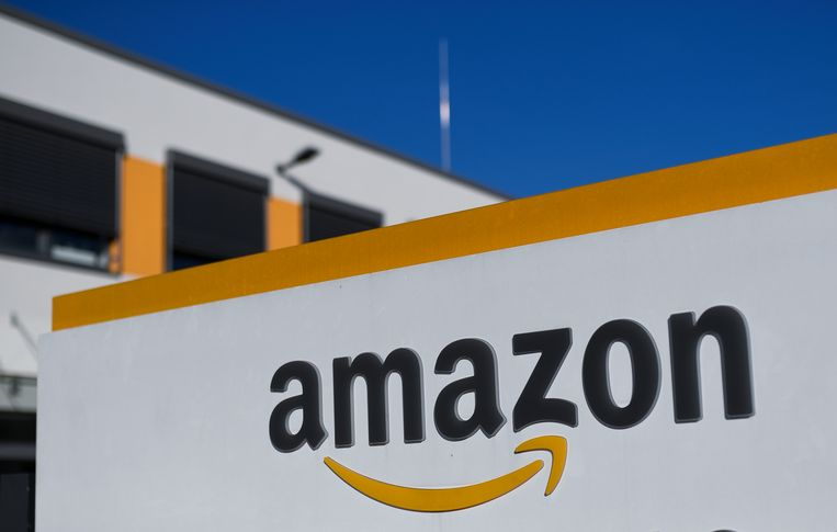 Een logistiek centrum van Amazon in Duitsland. De kans bestaat dat soortgelijke centra ook naar Nederland komen. Beeld Ina Fassbender/dpa