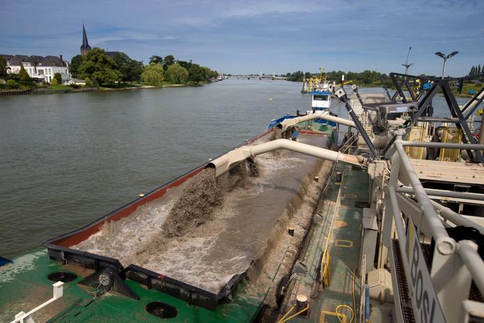 De aanleg van Het Reevediep hoort bij het project Ruimte voor de Rivier. Een ander onderdeel is het verlagen van het zomerbed in de IJssel. Dat gebeurt in 2016. Over een lengte van 7,5 kilometer wordt de rivier 2 meter uitgediept. De twee miljoen kuub zand die vrij kwam is gebruikt voor de dijken van de bypass.