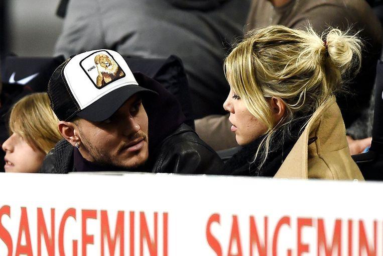 Icardi en Wanda afgelopen zondag naast elkaar in de tribunes in de met 2-1 gewonnen wedstrijd tegen Sampdoria.