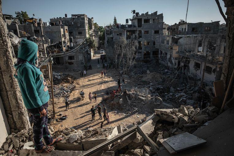 Palestijnen keren op 24 mei in Gaza terug naar hun vernietigde huizen. Beeld Getty Images