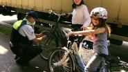 Kinderen krijgen kleine attentie van politie als hun fiets in orde is