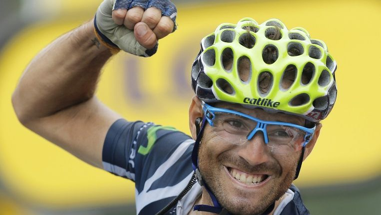Alejandro Valverde rondt een lange vlucht af en wint de zeventiende etappe van de Tour. Beeld epa