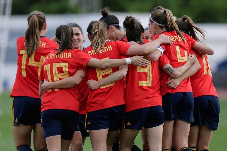 Spanje viert het eerste en enige doelpunt van de wedstrijd. Beeld EPA