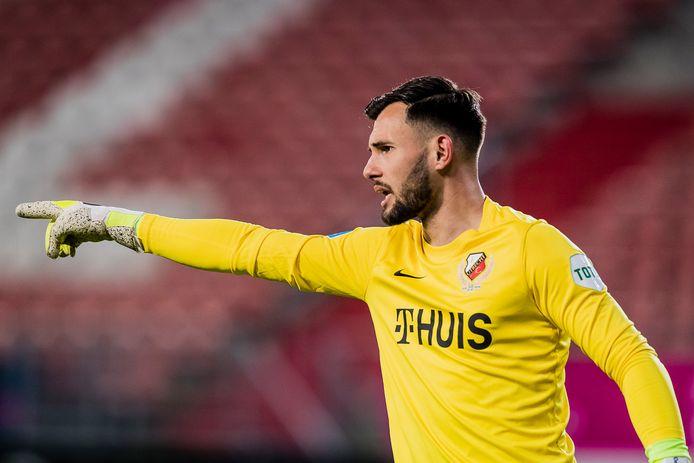 FC Utrecht-doelman Eric Oelschlägel coacht zijn ploeg.