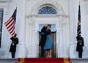 De president van de Verenigde Staten Joe Biden en zijn echtgenote dr. Jill Biden zijn aangekomen in het Witte Huis.