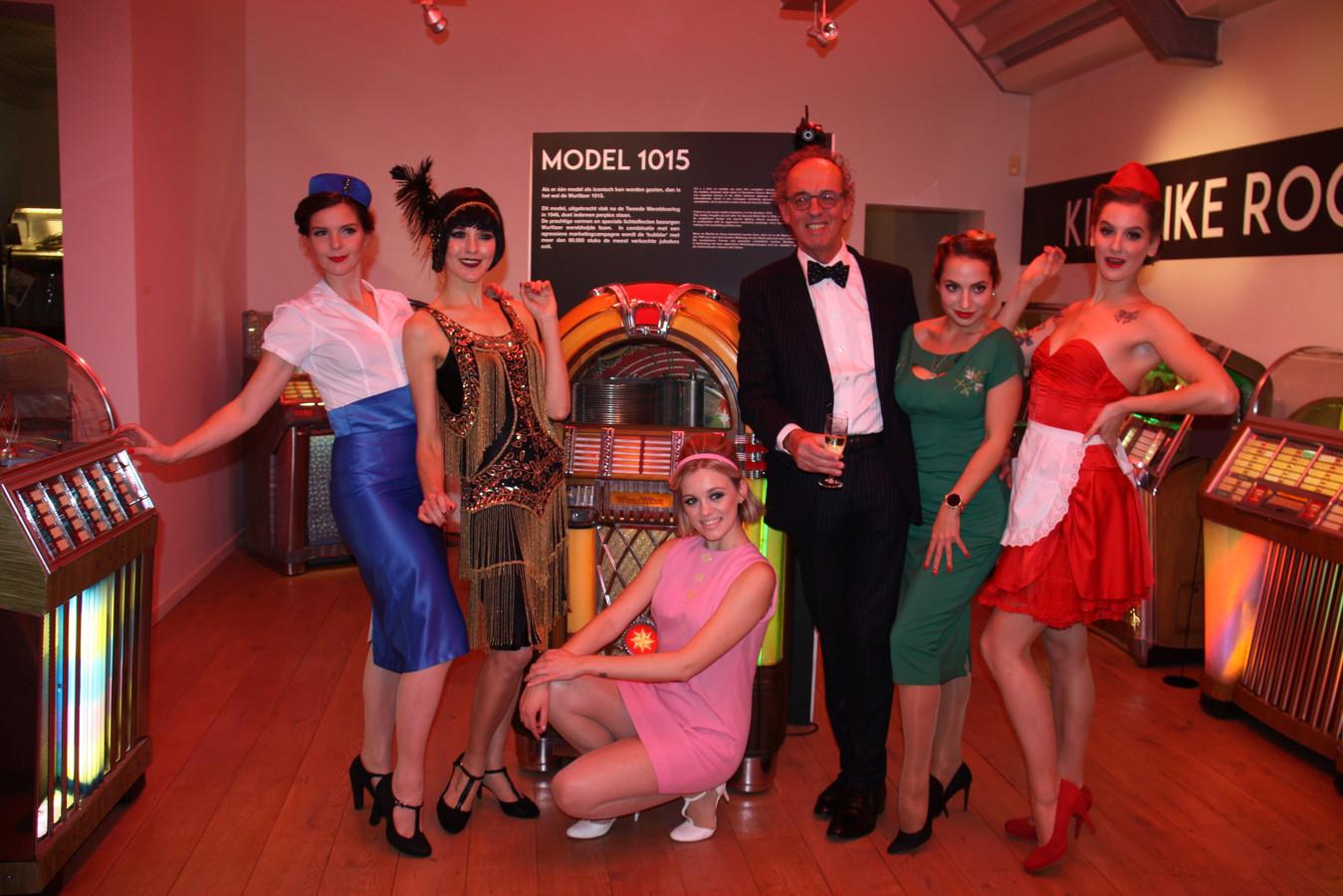 Bezieler en initiatiefnemer Frans Buyse (Lijst Burgemeester) bij de opening van het jukeboxmuseum eind 2018.