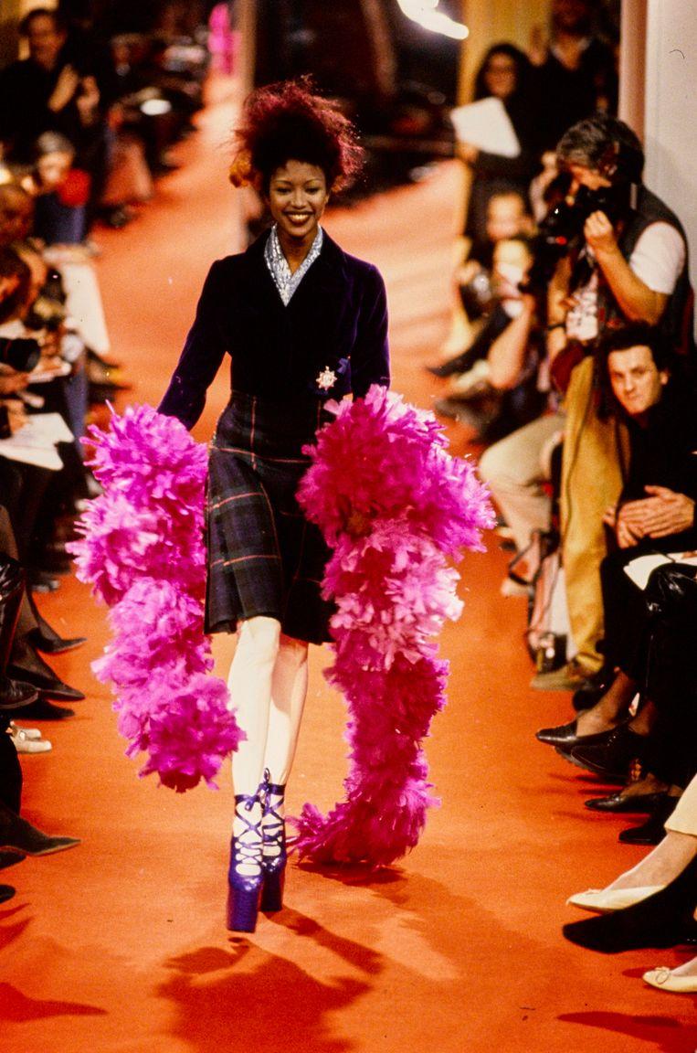 Naomi Campbell op de catwalk bij Vivienne Westwood in 1993. Beeld Conde Nast via Getty Images