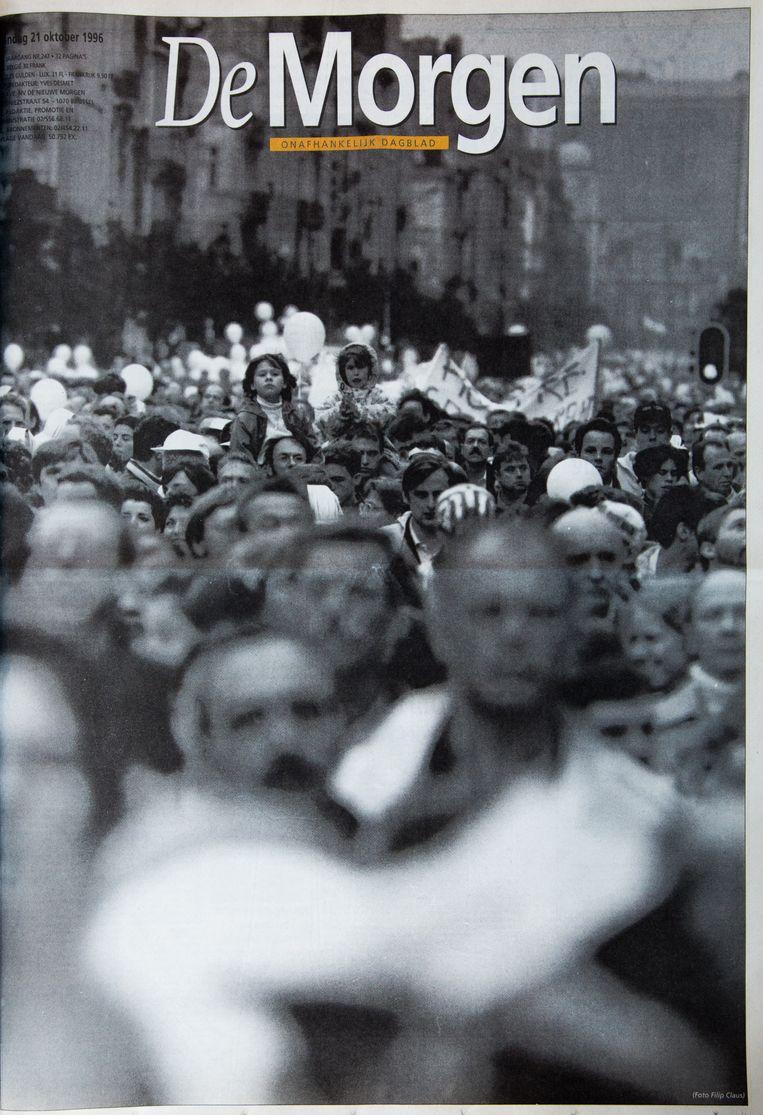 21 oktober 1996, de witte mars. Groot nieuws kan ook worden gevat in één beeld. Titel en tekst overbodig. Zelfs nu, jaren later, weet iedereen nog waar dit beeld voor stond. Beeld Studio DM
