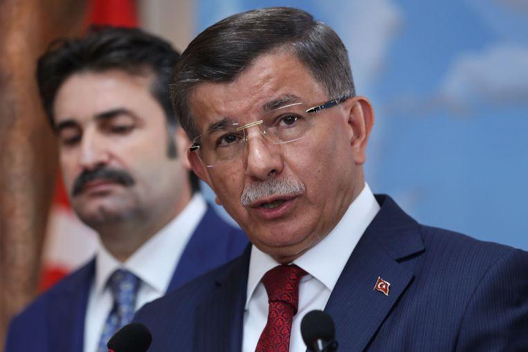 Voormalige Turkse Premier Ahmet Davutoglu (R). Beeld AFP