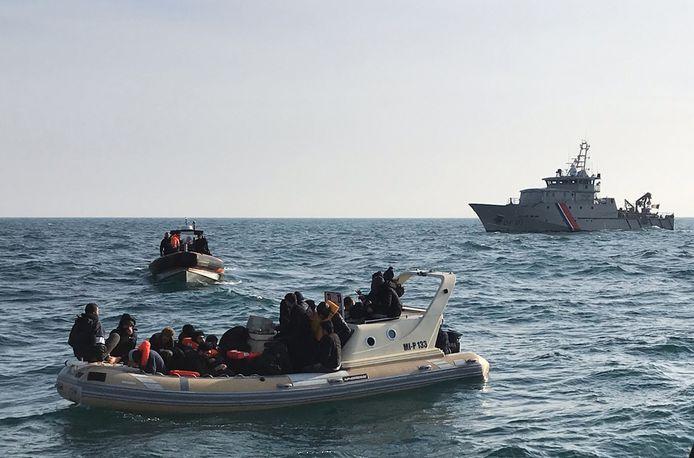 De Britse marine onderschept een boot illegale migranten (archieffoto, februari 2019)