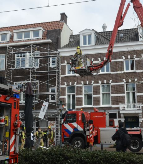Brandweer rukt met hoogwerker uit voor brand in restaurant aan Stationsweg