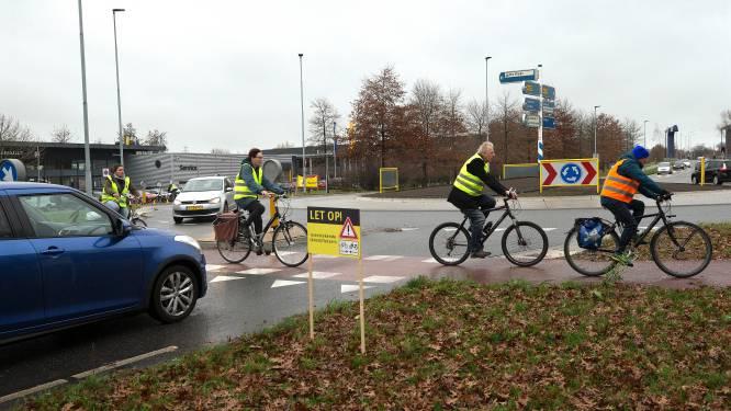 Tweede ongeluk in week op beruchte rotonde: Fietsersbond wil afsluiting, ondernemers willen dat fietsers langzamer rijden