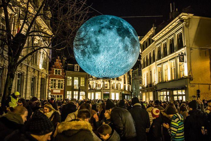 De maan verhuist naar de Korenlei