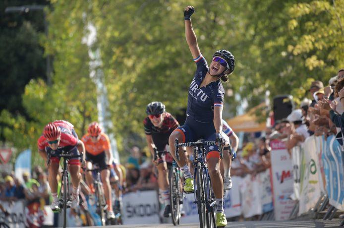 Anouska Koster wint in Mont-Boucher-sur-Jabron.