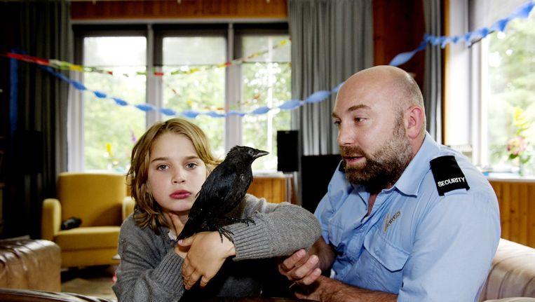 Naast de hoofdrollen voor Jojo, gespeeld door de debuterende 10-jarige Rick Lens en zijn vader Ronald, een personage door Loek Peters, speelt een kauw een belangrijke rol. Beeld ANP