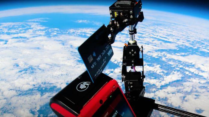 Une start-up française a réalisé le premier paiement sans contact dans l'espace.