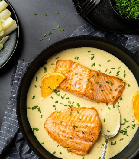 Wat Eten We Vandaag: Zalm in Chardonnay-sinaasappelsaus met venkel-asperges