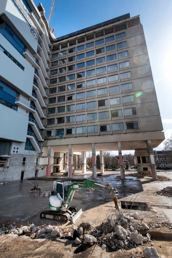 Sloopwerkzaamheden bij het voormalige ING-kantoor aan de Velperweg in Arnhem.
