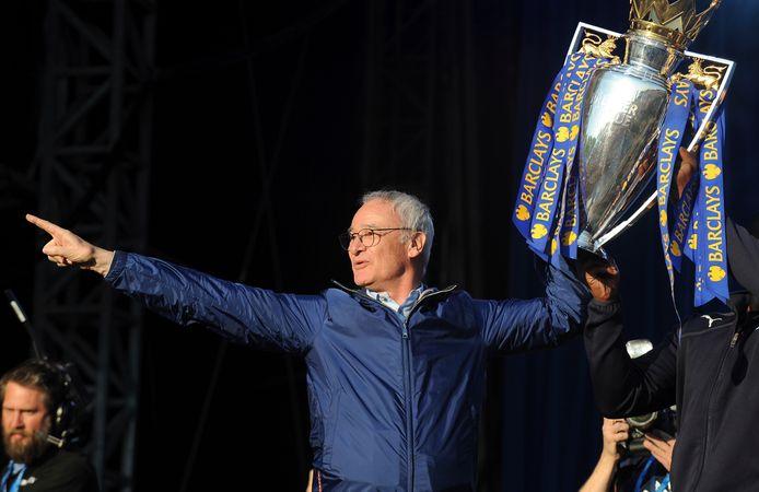 Claudio Ranieri viert het verrassende kampioenschap met Leicester