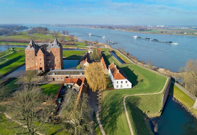 Er wordt opnieuw gepoogd om tijdens de zomervakantie een veer te laten varen tussen Slot Loevestein en de stad Zaltbommel.