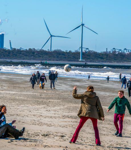 Burgemeester Aboutaleb: 'Kom niet naar het strand in Hoek van Holland, parkeerplaats op slot'
