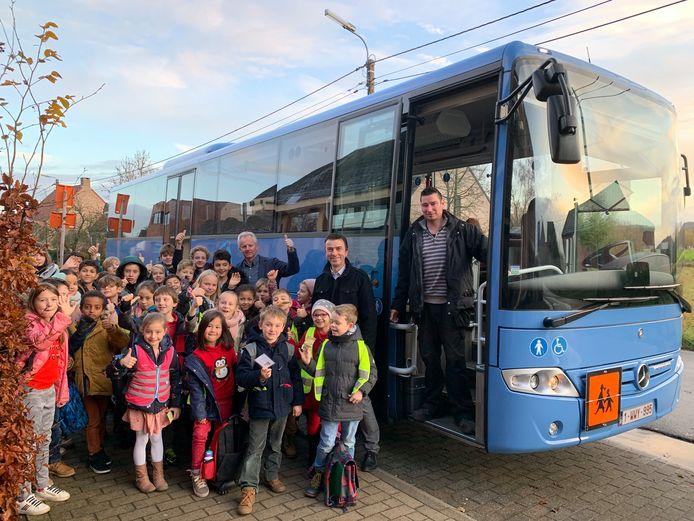 De gemeente Bierbeek heeft na bijna veertien jaar een nieuwe schoolbus.