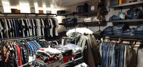 Opgerolde nepkleding in Veenendaal had waarde van vier ton: 'Heel veel voor Nederlandse begrippen'