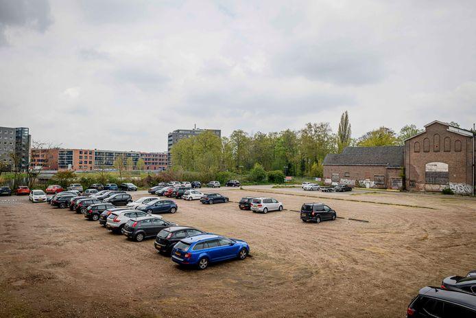 Al decennia lang wordt er gesproken over de invulling van het Heemaf-terrein aan de Bornsestraat. Het huidige plan, met een woontoren achter het voormalige onderkomen van museum Heim en tegen de oude begraafplaats, stuit op verzet.