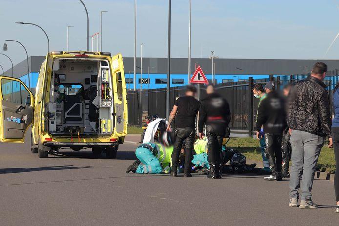 Het slachtoffer raakte gewond en is met een ambulance overgebracht naar een ziekenhuis.