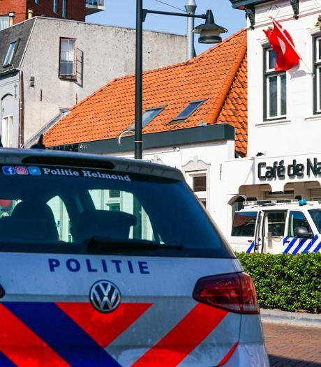 Politieteam valt café aan Marktstraat in Helmond binnen in drugsonderzoek