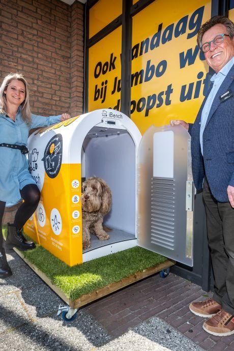 Nooit meer je hond achterlaten in hitte of kou: deze super heeft hondenhok met airco en vloerverwarming