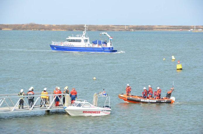 Hulpdiensten zoeken naar de vermiste duiker.