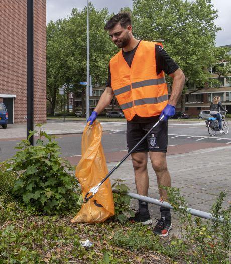 Zwerfafval opruimen tijdens wandeling door eigen buurt