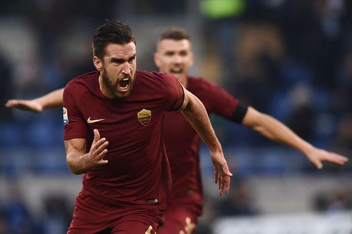 Kevin Strootman speelde met AS Roma mee om de titel, met Genoa vecht hij voor lijfsbehoud.