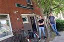 Daan Janssen (links) en Boudewijn Lahuis voor hun studentenhuis.