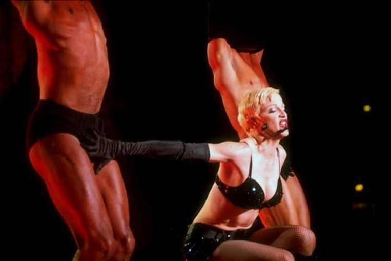Madonna heeft een zwak voor netkousen, zoals blijkt uit dit beeld van een eerdere tournee. Beeld UNKNOWN