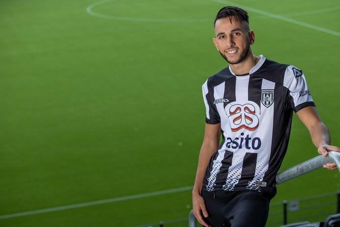 Heracles heeft zich bijna een maand na het sluiten van de transferperiode versterkt met Ismail Azzaoui (22).