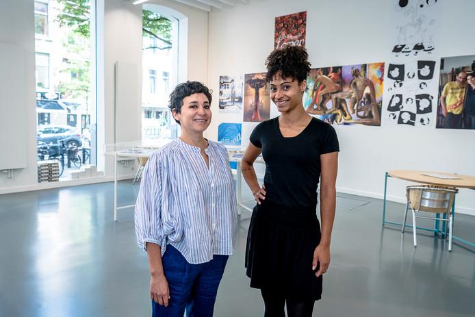 De directeur van het kunstcentrum Witte de With, Sofía Hernández Chong Cuy (links) en Jessy Koeiman (rechts).