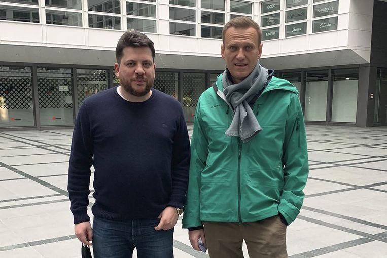 Leonid Volkov en oppositieleider Aleksej Navalny, in januari dit jaar in Duitsland. De foto komt van Volkovs Twitteraccount. De naar Litouwen uitgeweken adviseur van Navalny sprak woensdag via een videoverbinding met de buitenlandcommissie van de Tweede Kamer. Beeld .