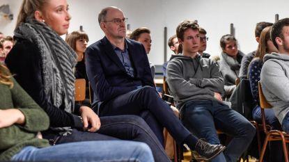 Hans Bourlon spreekt met leerlingen SiViBu