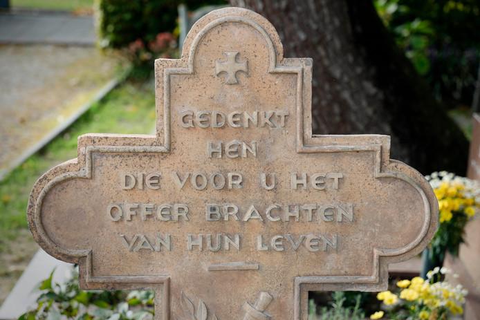 De tekst op het monument is nu weer te lezen.
