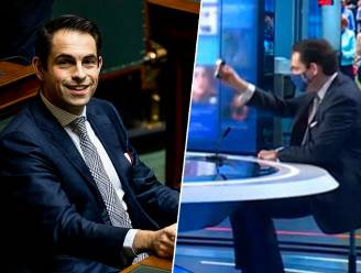 """Van Grieken brengt verboden pepperspray mee naar studio VTM NIEUWS: """"Zou in handtas van iedere vrouw moeten zitten"""""""