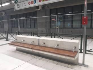 Manifestanten halen 'anti-daklozenhekken' in tunnel Brussel-Zuid weg