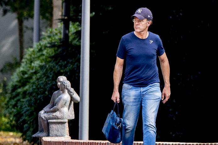 Premier Rutte komt aan bij het Catshuis voor overleg over de coronamaatregelen.