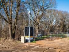 KPN beveiligt bouwplek omstreden 5G-mast Needse Berg met camera en hekken