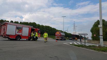 Kop-staartbotsing tussen vrachtwagens zorgt voor verkeershinder op R4 in Desteldonk