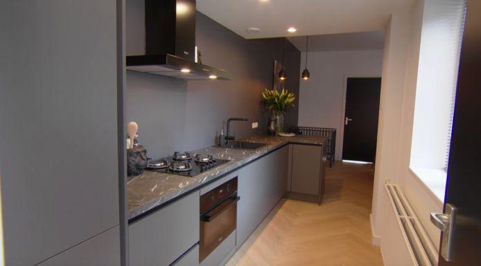 De keuken in het huis van Deveny en Roy